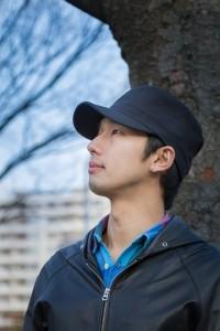 帽子をかぶっている男性